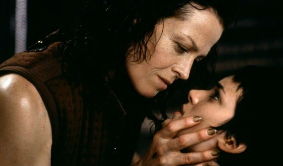 Winona Ryder and Sigourney Weaver during Alien: Resurrection filming