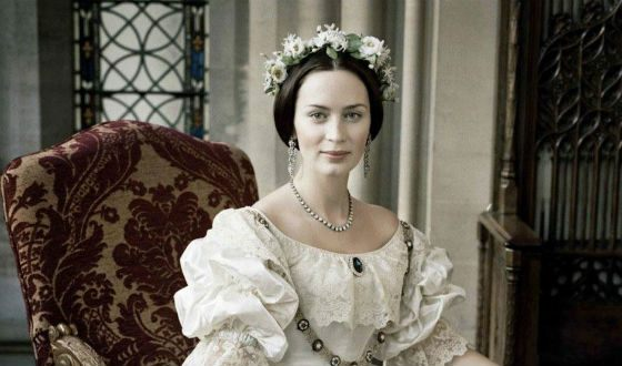 Emily Blunt looks great in historical costumes
