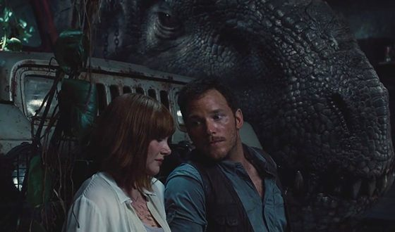 Bryce Dallas Howard with Chris Pratt in the movie Jurassic World