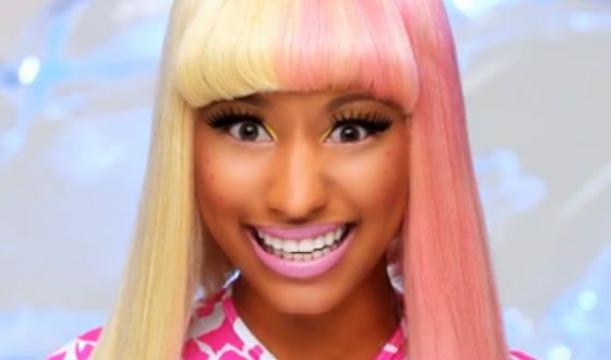 Nicki adores pink color