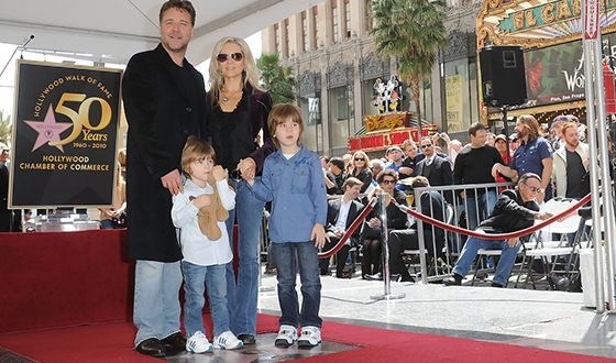 Russel Crowe with his wife Daniel Spencer and their children