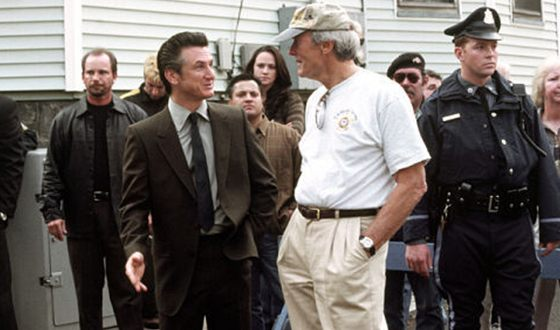 Clint Eastwood and Sean Penn on the set of the «Mystic River» thriller