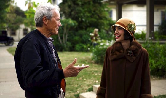 Clint Eastwood and Angelina Jolie on the set of the «Changeling»