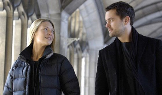 Anna Torv and Joshua Jackson in the TV series Fringe