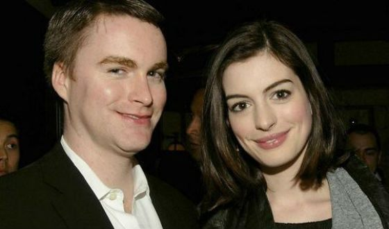 Anne Hathaway left the Catholic Church for her brother