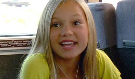 Olivia Holt as a child