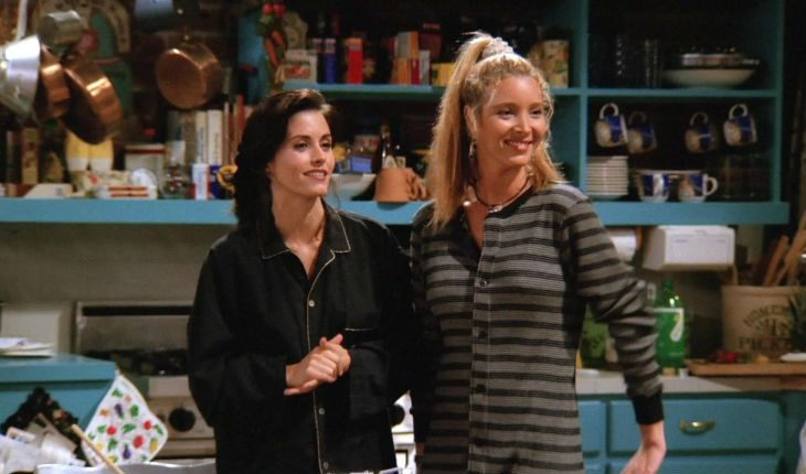 Courteney Cox and Lisa Kudrow in the Friends sitcom