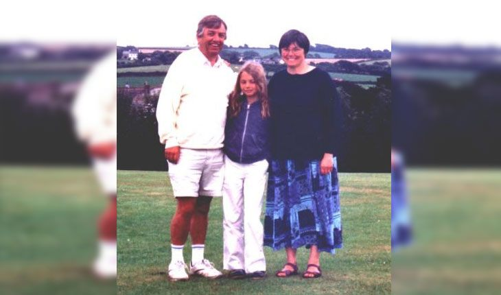 Hannah Murray with her parents