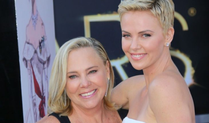 Charlize Theron with mom at the Oscars