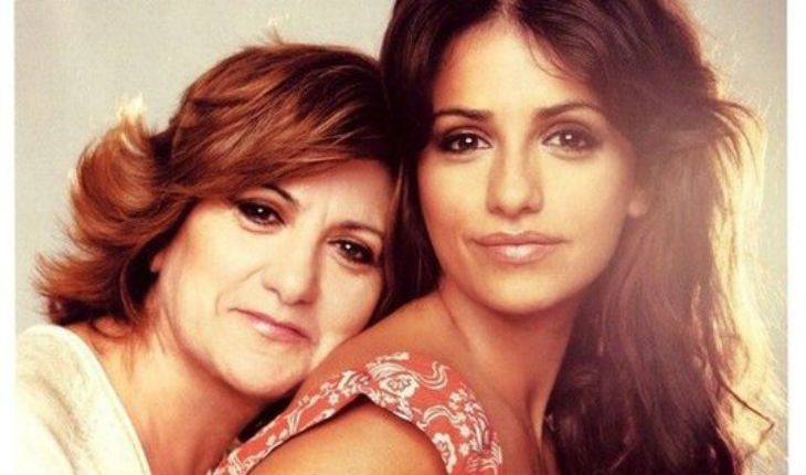Penelope Cruz and her mom