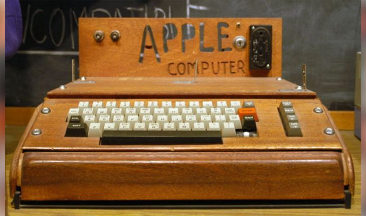 The first Apple computer (1976)