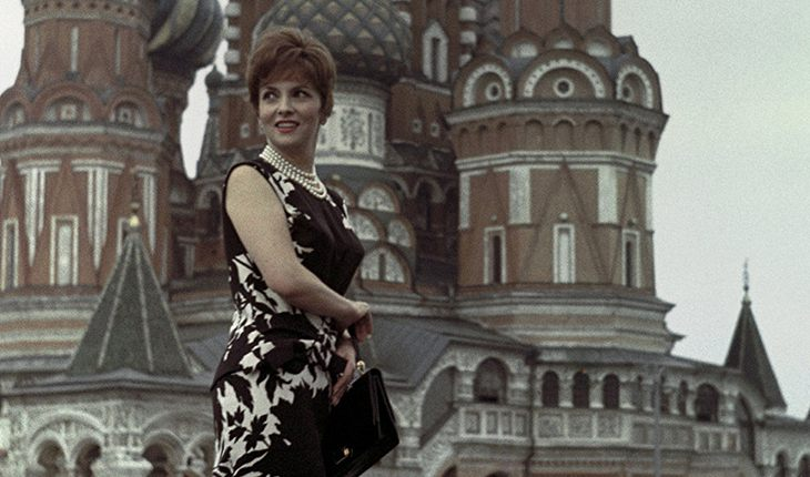 Gina Lollobrigida in front of Saint Basil's Cathedral (1961)