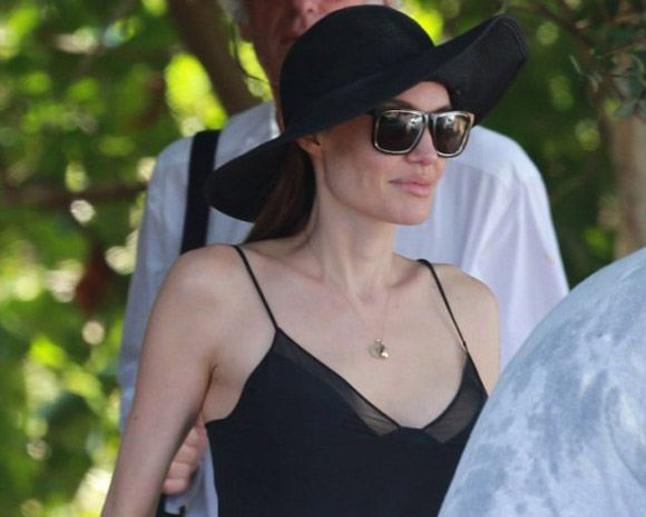 Angelina Jolie removed her breast: Photo after surgery