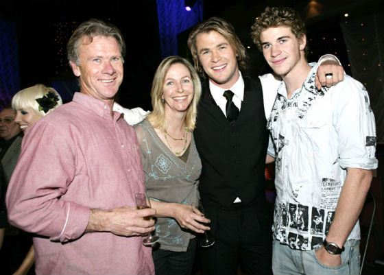 Liam Hemsworth with Parents and his Brother, Chris