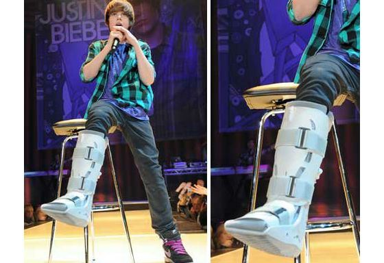 In 2009, Justin Bieber broke his leg during the show